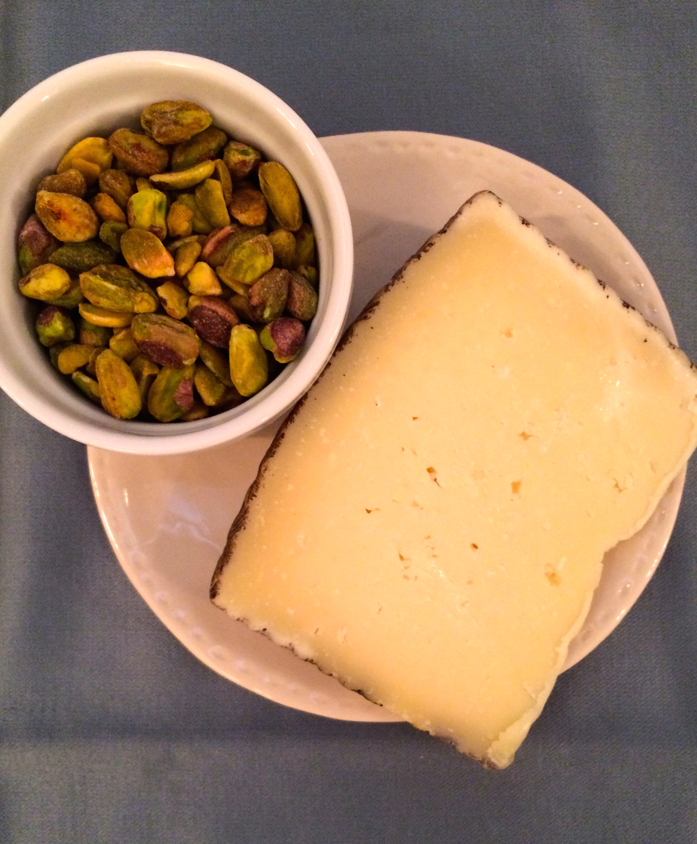 Pistachios and manchego cheese persimmons salad